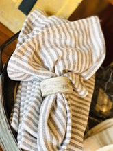 Load image into Gallery viewer, SET YOUR TABLE LINEN NAPKINS- GRAY & WHITE - Infinity Raine