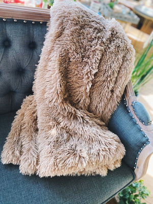 BLUSH FAUX FUR REVERSIBLE THROW - Infinity Raine