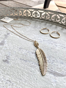 FLY FLY AWAY NECKLACE-GOLD - Infinity Raine