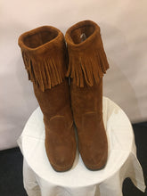 Load image into Gallery viewer, Tan MINNETONKA soft-suede fringed boots, UK size 6