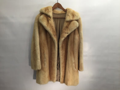 Vintage 1960s honey mink fur coat in excellent condition - size M