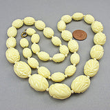 Creamy vintage plastic beads necklace