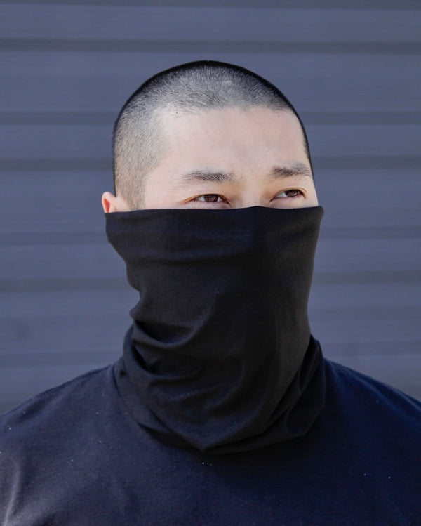Black Seamless Mask Bandana-Lifestyle