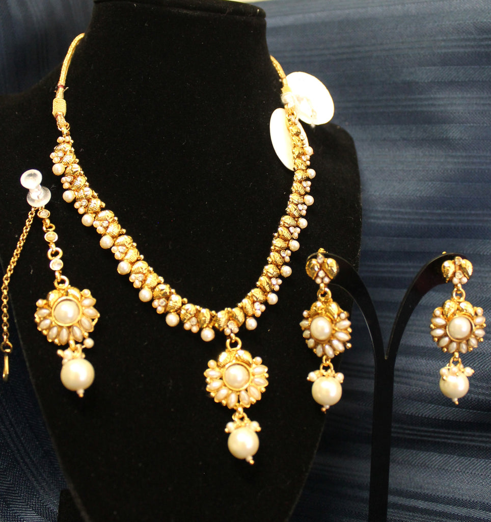 fashion picture golden of online up shot pattern close accessories stock pearls