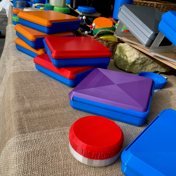 plastic free lunchboxes at a market stall in various colours