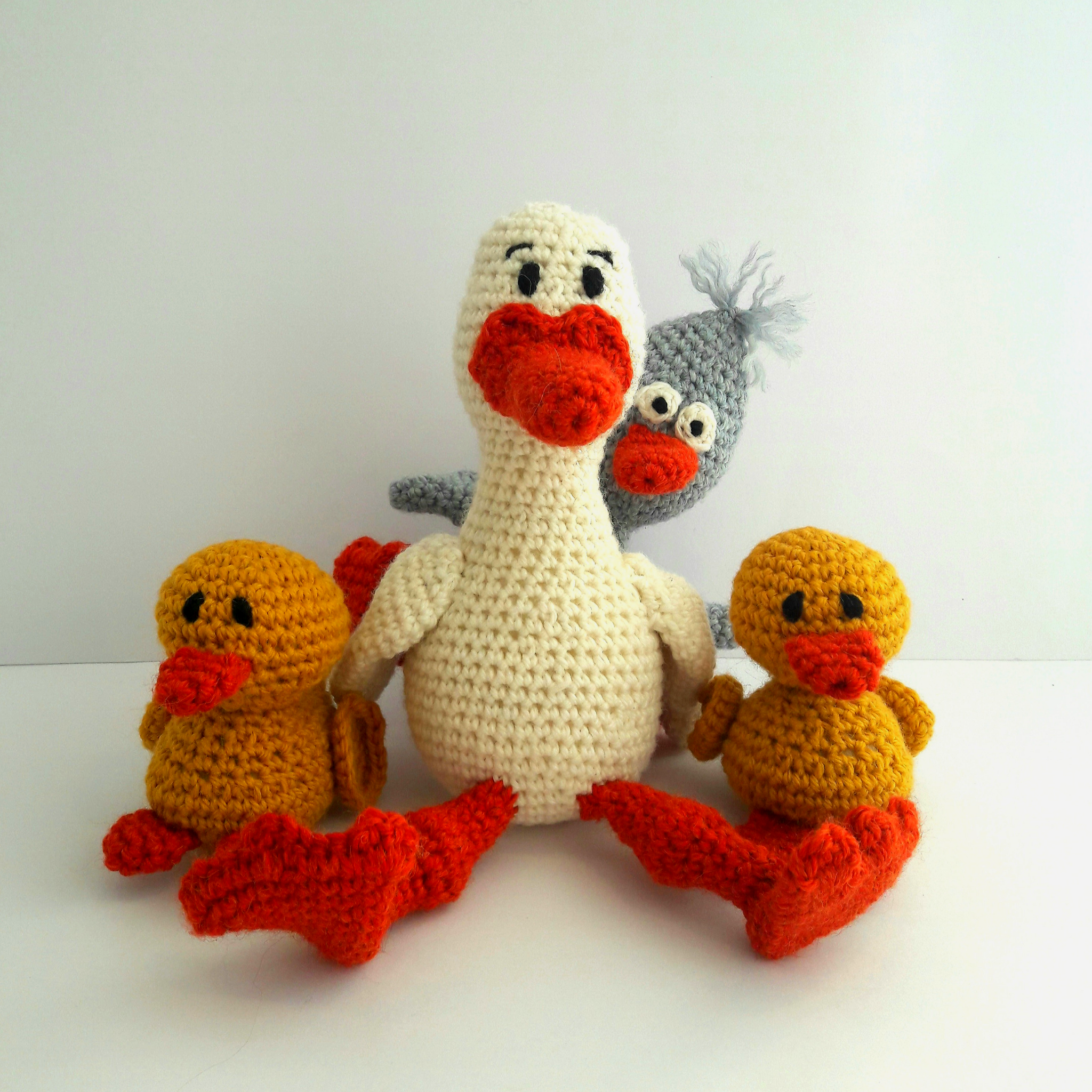PDF Crochet Pattern - Daisy Duck & Family