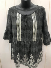Load image into Gallery viewer, Maurices Black Print Blouse Sz Small