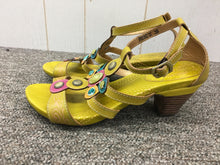 Load image into Gallery viewer, L'artiste Sandals Sz 9