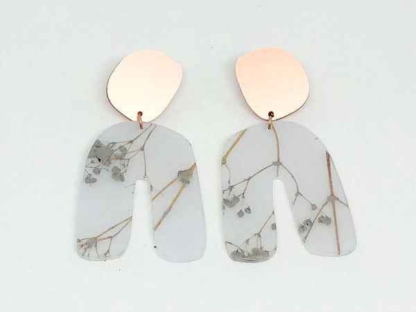 White Floral Resin Curve Earrings