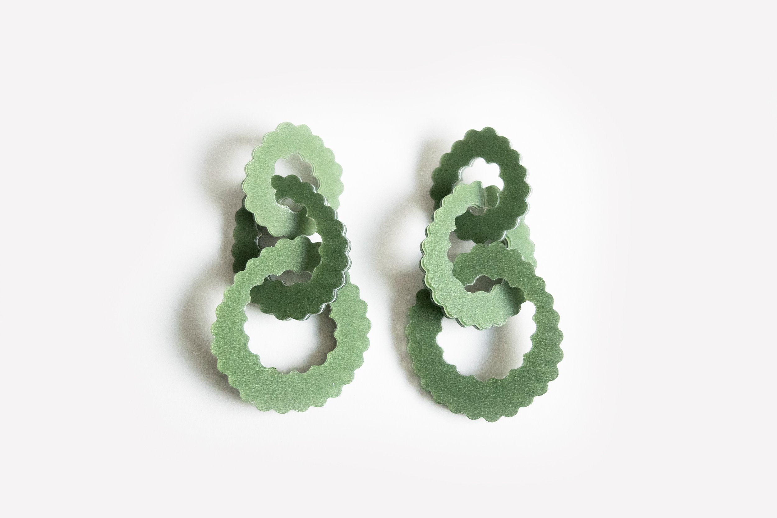 Ecoresin Scallop Earrings - Triple Link