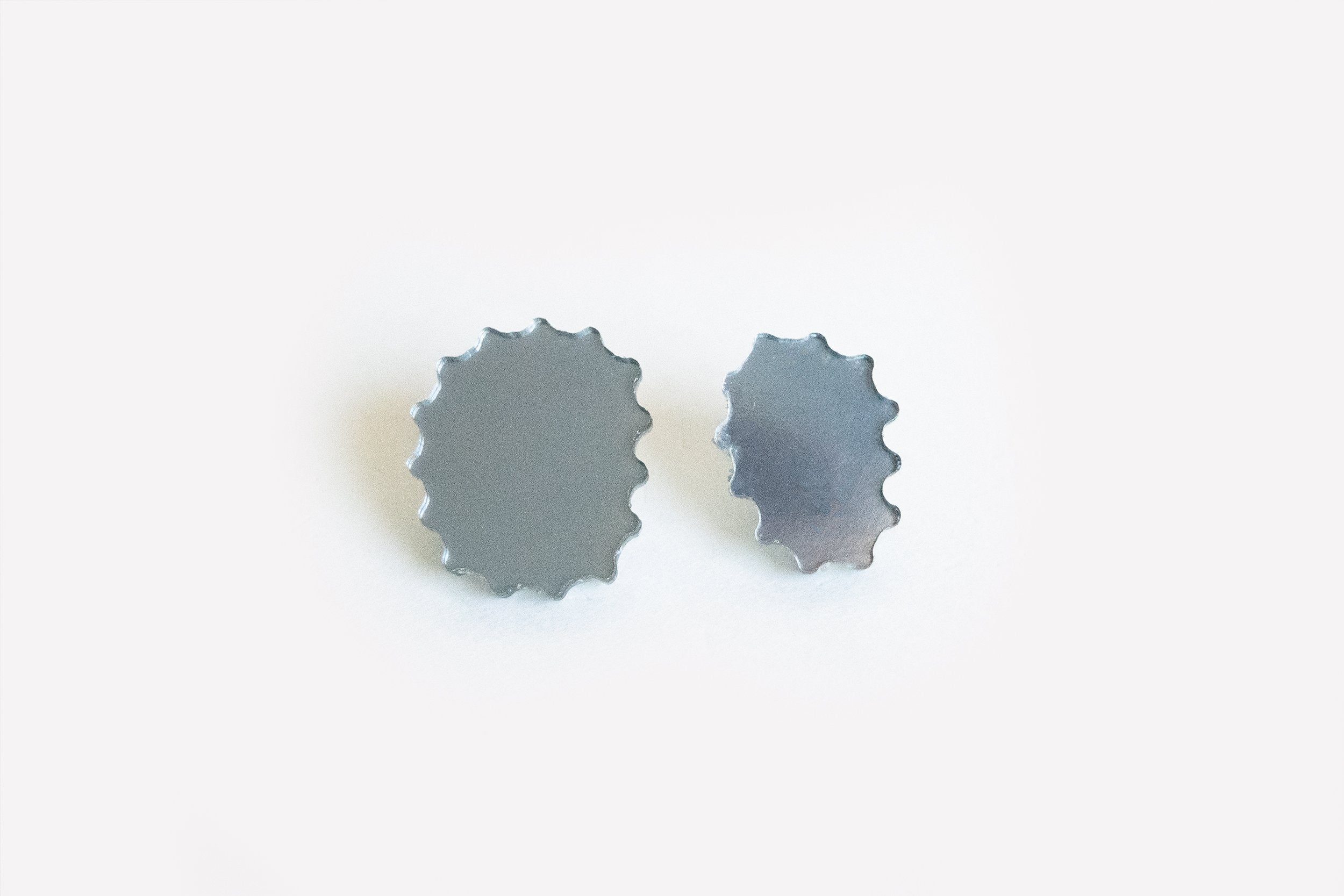 Ecoresin Scallop Earrings - Asymetric Stud