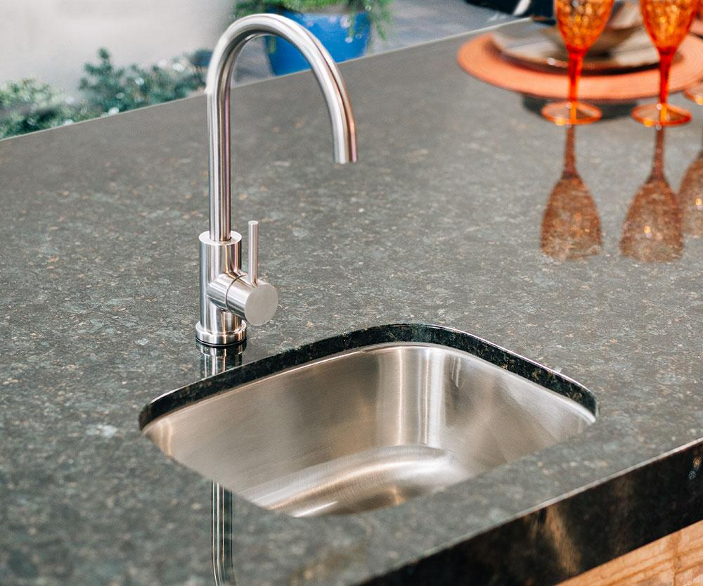 "19x15"" Stainless Steel Undermount Sink & 360º Hot/Cold Faucet"