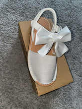 Load image into Gallery viewer, White Glitter Bow Sandals