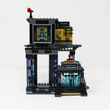 Used Set 6860 Super Heroes The Batcave