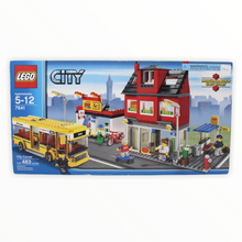 Retired Set 7641 City Corner