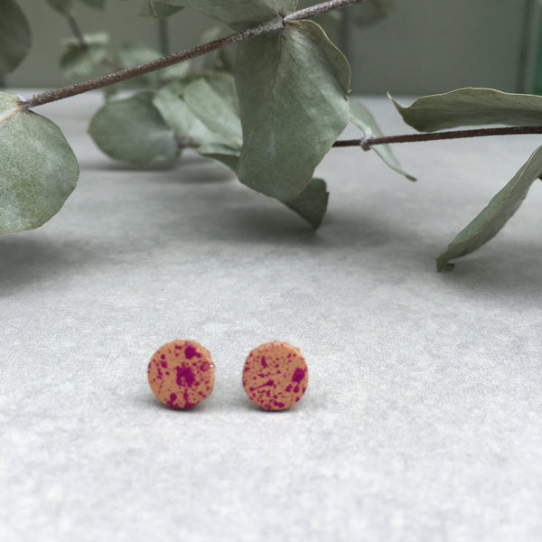 Leather stud earrings - dark pink flick, size 3