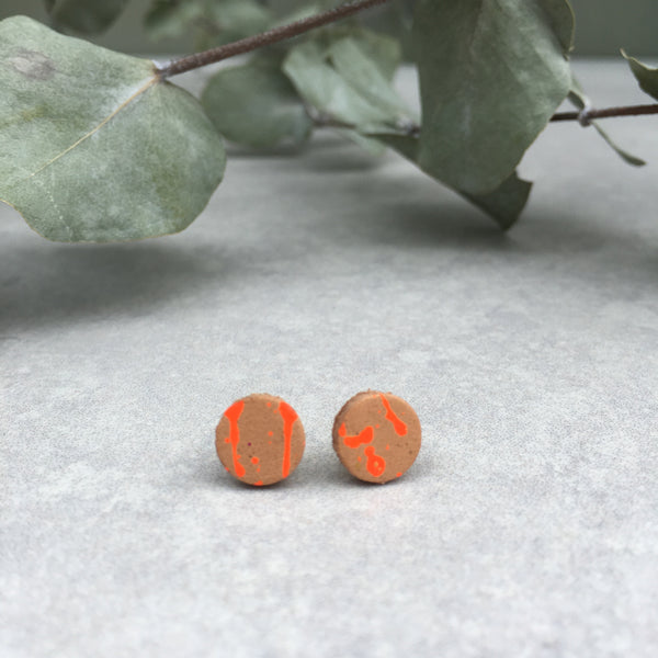Leather stud earrings - neon orange, size 3