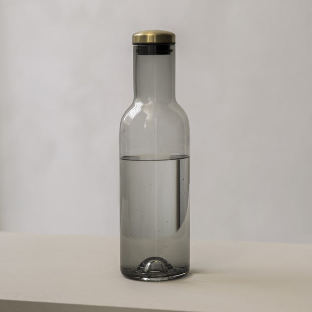 Menu Karafa na vodu Bottle Carafe 1 l, Smoke/Brass - DESIGNSPOT