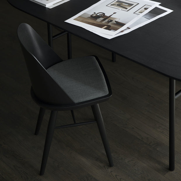 Menu Židle Synnes Chair, Black Ash - DESIGNSPOT