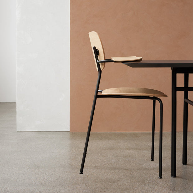 Menu Židle Co Chair s područkami, Black / Dark Oak - DESIGNSPOT