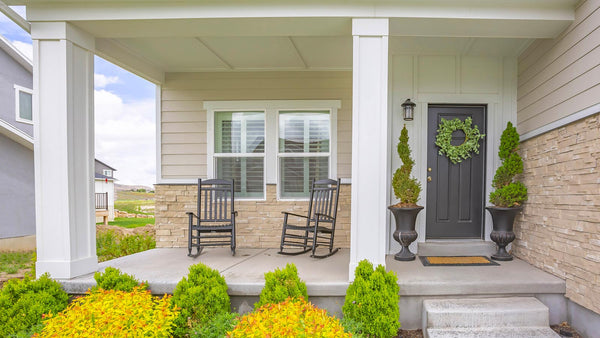 Charming Small Porch Design Ideas that Maximize Curb Appeal