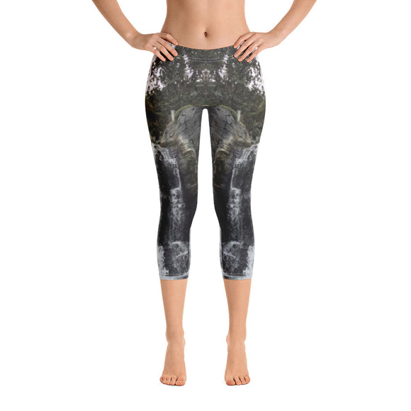 US Collection: Waterfall Capri Leggings