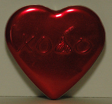 Hershey's Kisses Milk Chocolate Embossed Heart XO Tin (12) - TnTCollectibles - 1