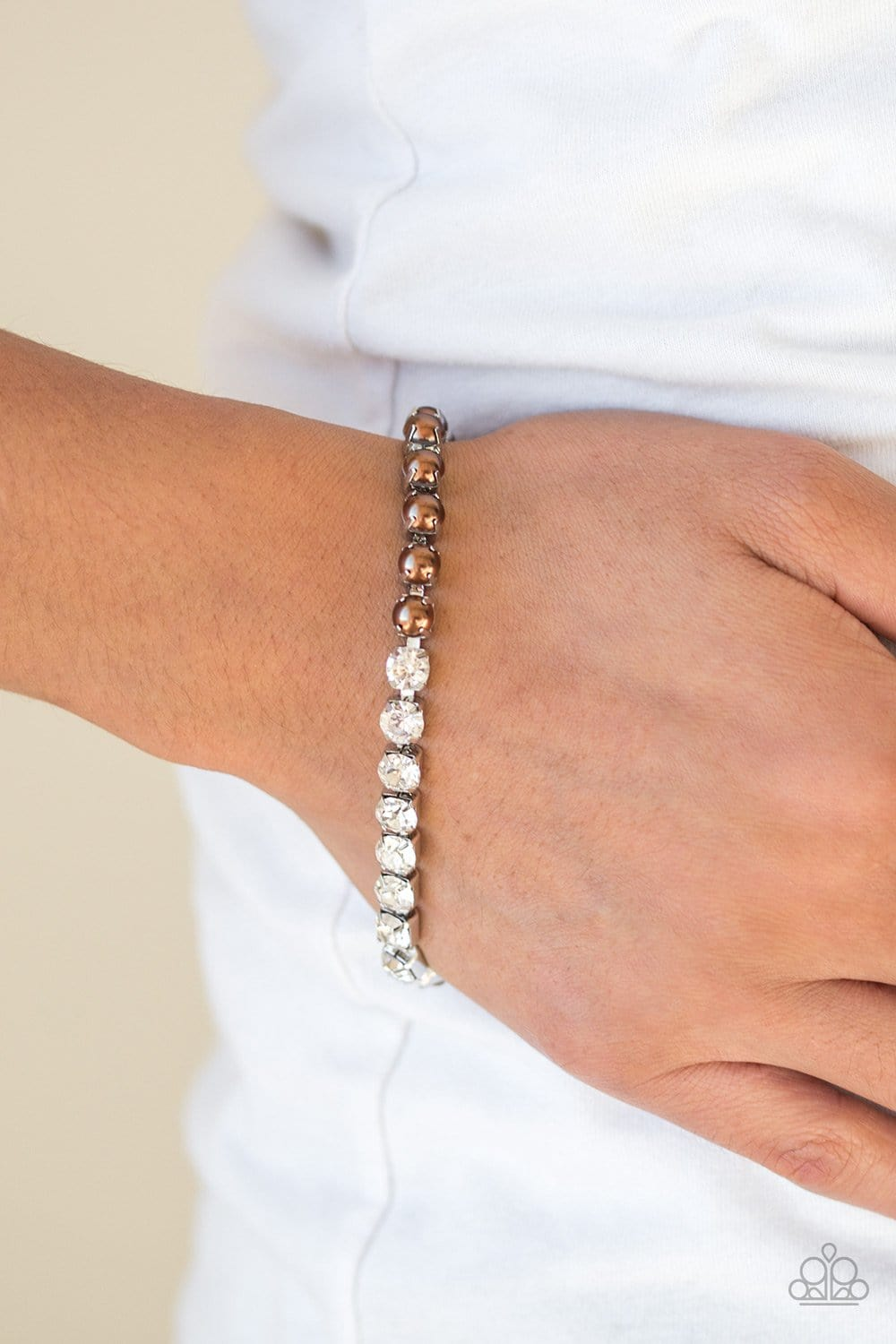 Out Like A SOCIALITE - Brown: Paparazzi Accessories - Jewels N' Thingz Boutique