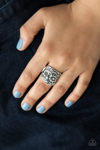 Paparazzi: Tropical Bloom - Silver/Antiqued/Flower Ring