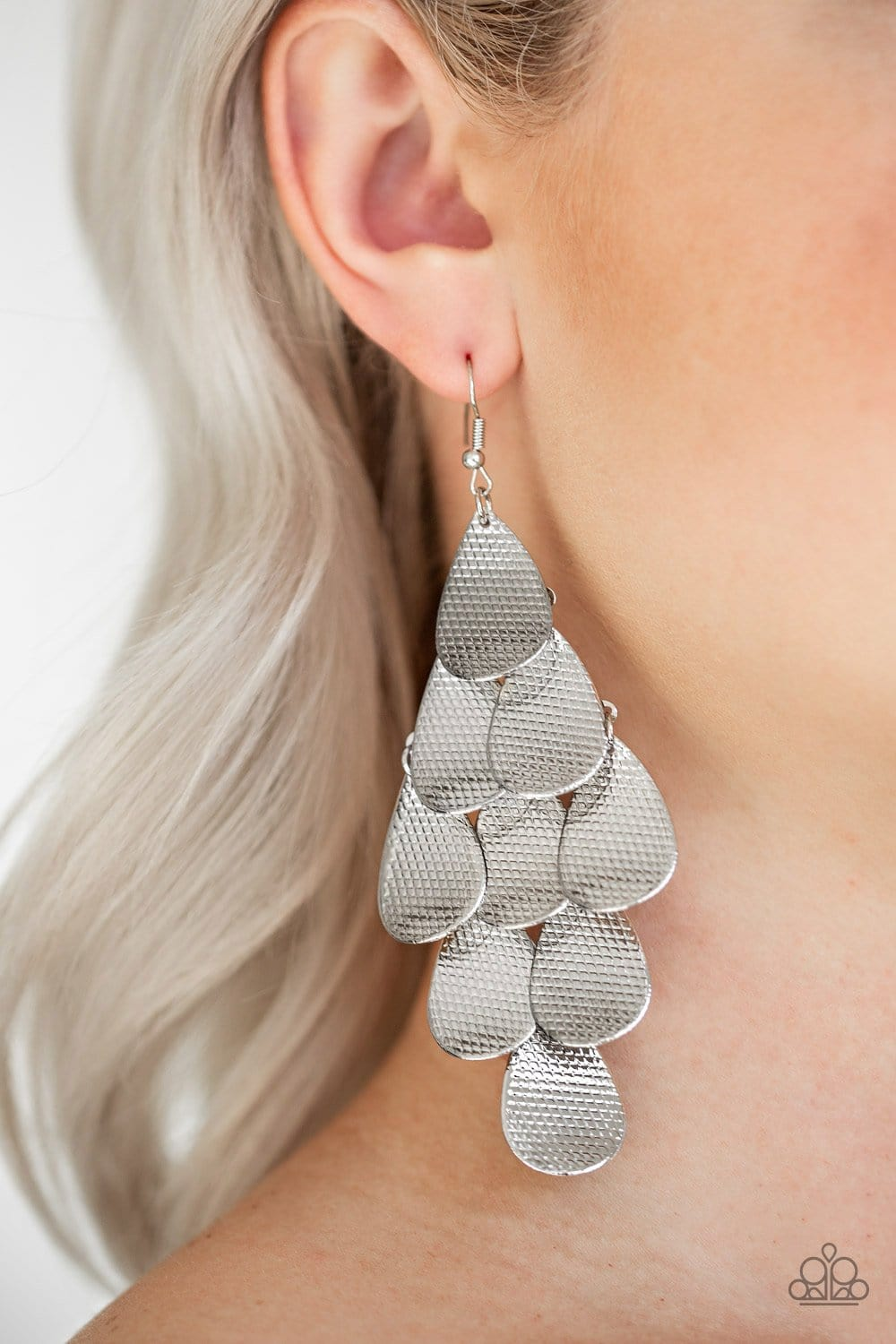 Iconic Illumination - Silver: Paparazzi Accessories - Jewels N' Thingz Boutique