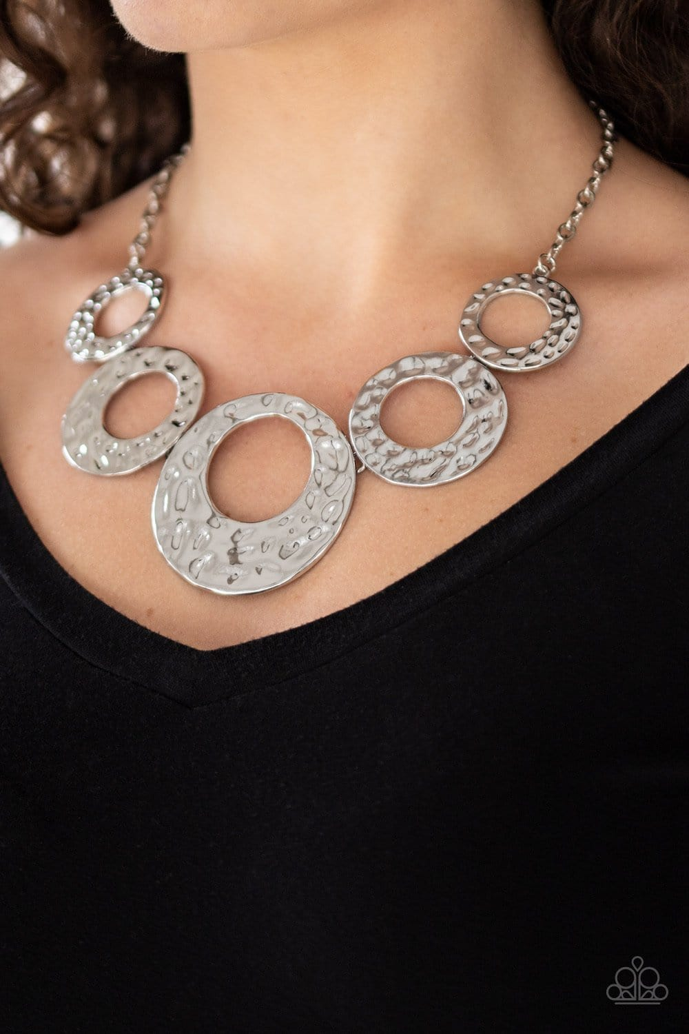 Paparazzi: Mildly Metro - Silver Necklace - Jewels N' Thingz Boutique