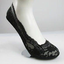 Load image into Gallery viewer, Lace Flower Ankle Socks - TAIGS000