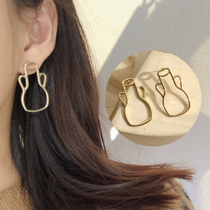 Minimalist Hollow Vintage Gold Vase Stud Earrings - TAIGS000