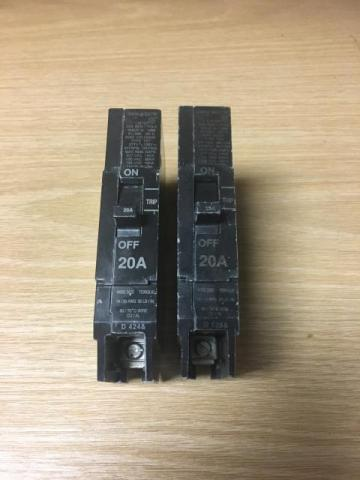 General Electric M-1068 E11592 Circuit Breaker 20 Amp 277 VAC 1 Pole LOT OF 2