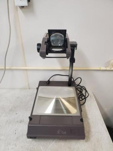 3M Visual Systems 2000 AG Portable Overhead Transparency Projector