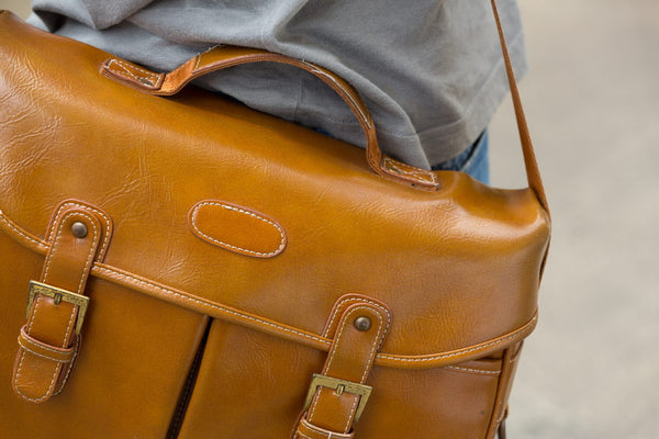 9 Essential Items Every Man Should Have in His Bag