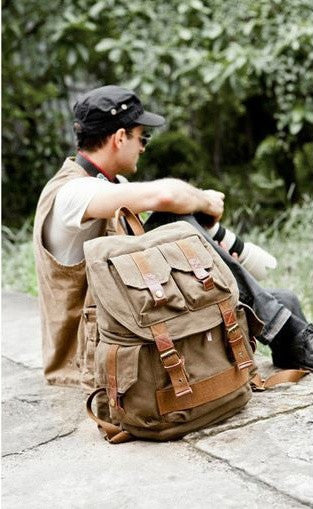 Stylish mean wearing the army green canvas hiking school rucksack by Serbags