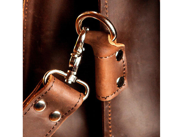 Metal details on the genuine leather Selvaggio briefcase & backpack