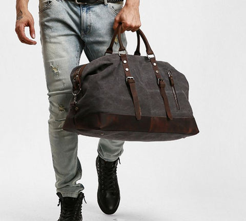 17fb32e43a A premium quality canvas duffle bag which is less expensive and has all the  luxury associated with a duffle bag. It has a detachable shoulder strap  clamped ...