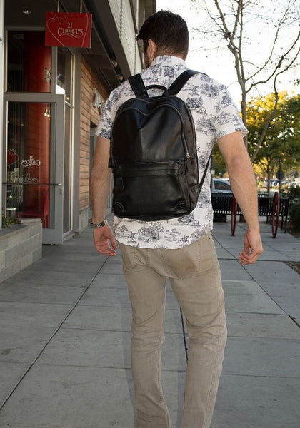 Casual attire & black classic leather backpack by Serbags