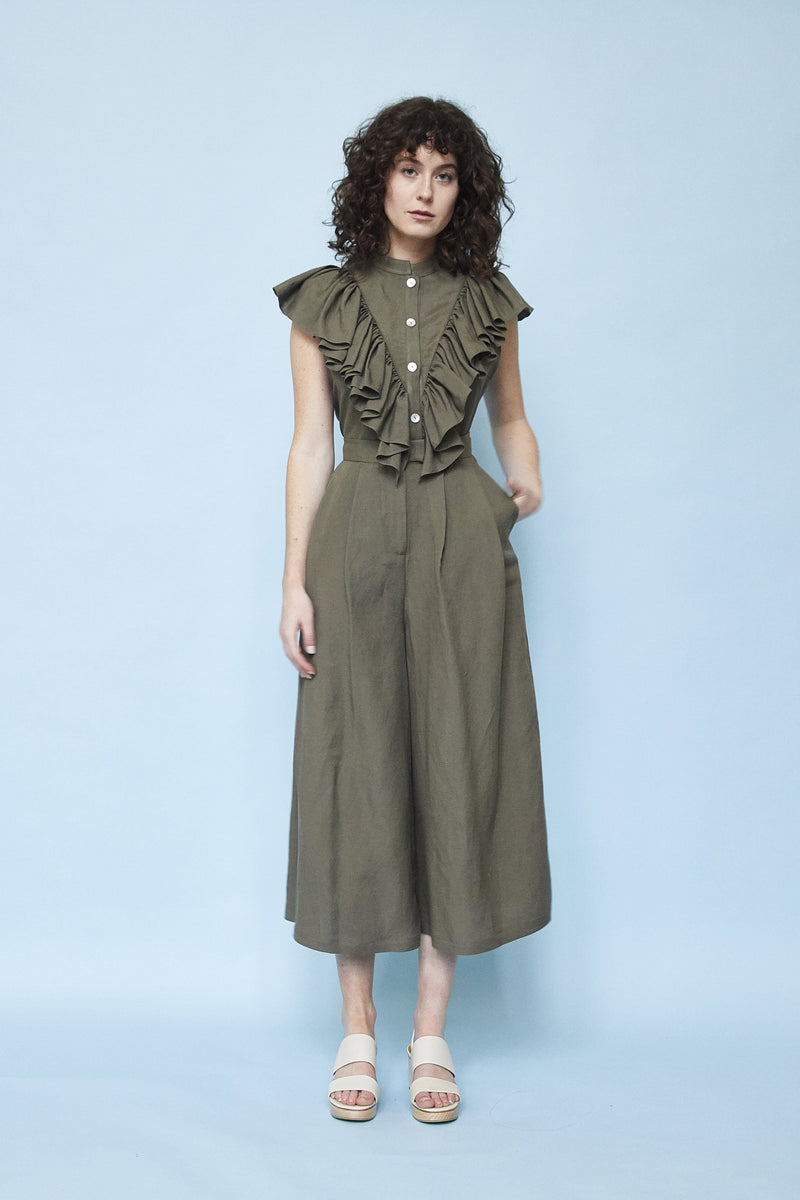 Ruffle Neck Sleeveless Blouse (linen)