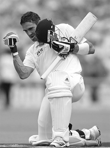 The Ashes - 2010/11 - England Dominates