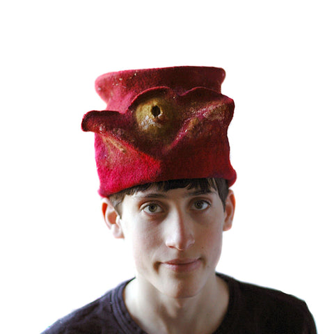 Gryffindor Top Hat with Flying Snitch - front view