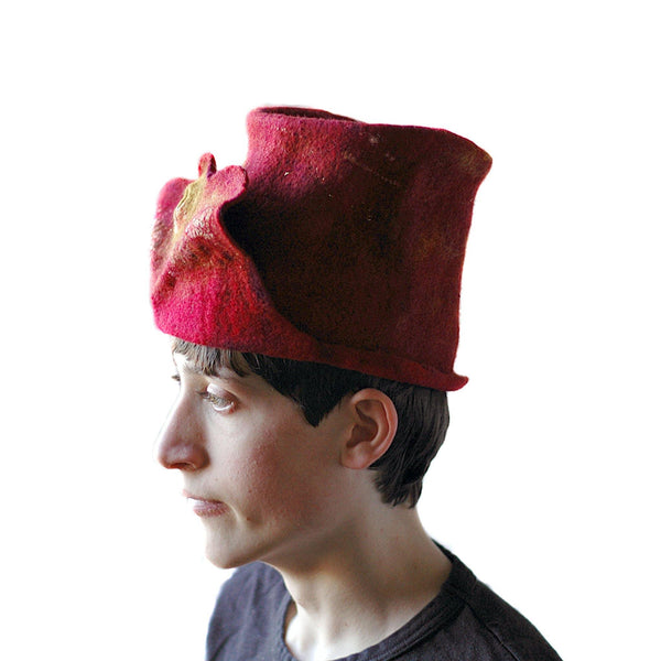 Gryffindor Top Hat with Flying Snitch - side view