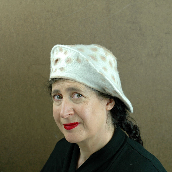 Simple Ivory Cheetah Beret -side view