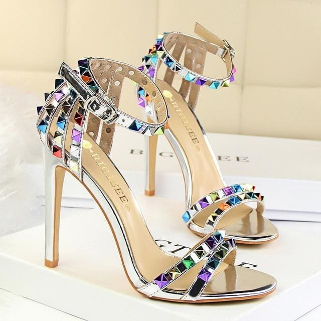 Trendy Strappy Buckle Sandals - Silver / 4.5
