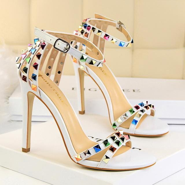 Trendy Strappy Buckle Sandals - WHITE / 4.5