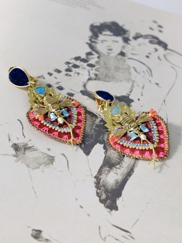 ARDIENTE BEE SACRED HEART EARRINGS