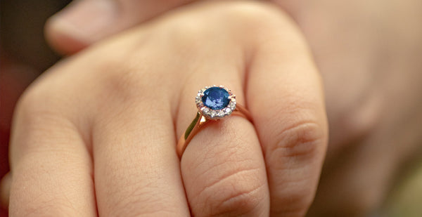 Sapphire ring is an alternative to the traditional engagement ring