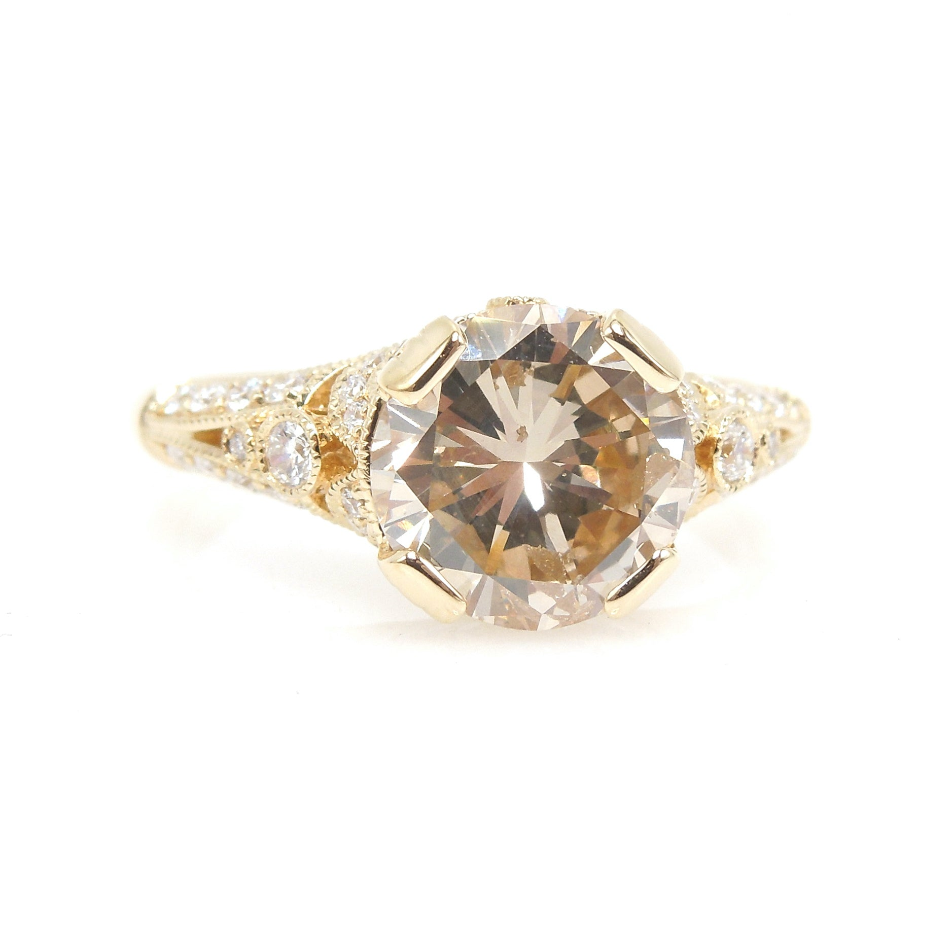 Fascinating 2.21ct Round Diamond in 18K Yellow Gold Art Deco Style Pavé Mounting
